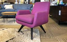 Marshall Swivel Chair in Pink