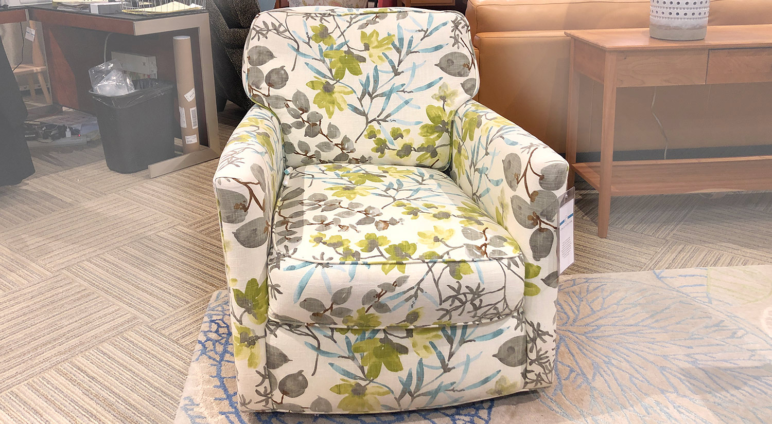Piper Swivel Chair in Pepi Pear
