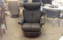 Magic Medium Stressless Chair w/Leg Comfort in Metal