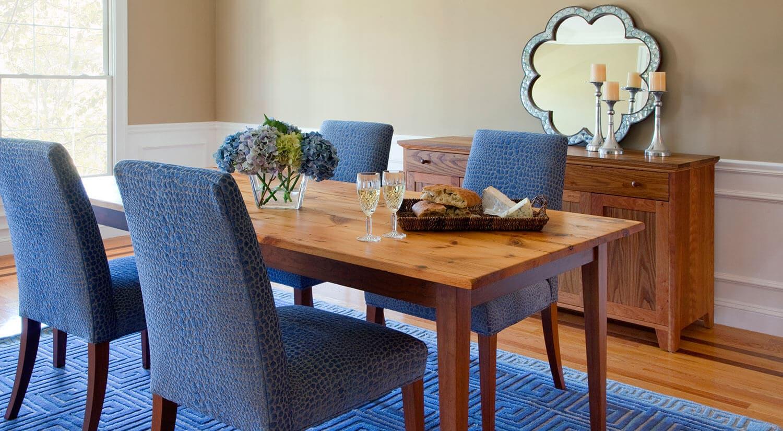 Несколько преимуществ современных обеденных стульев